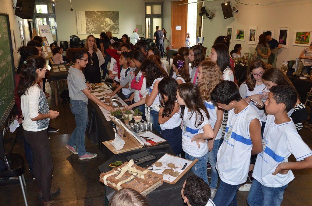 Instituto Nacional da Mata Atlântica leva interatividade e exposições para estudantes durante a Semana de Ciência e Tecnologia